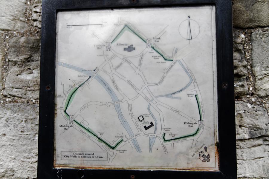 Mapa da muralha - nós estávamos onde está a seta branca.