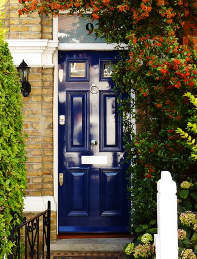08 Inspiração portas azul ferragem prata